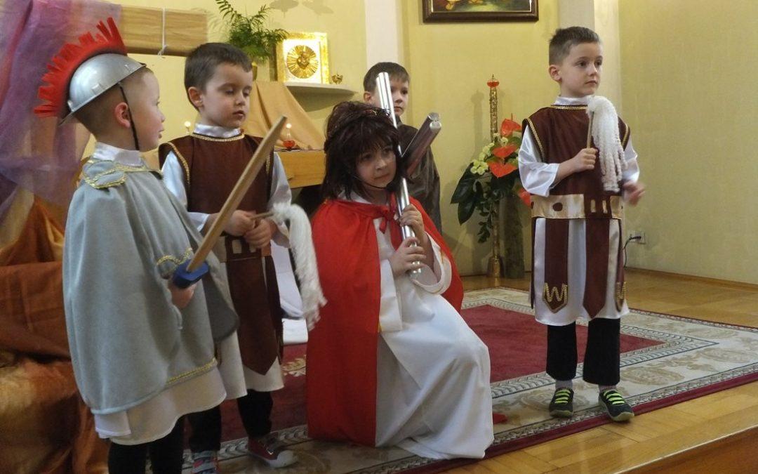 Misterium Drogi Krzyżowej prowadzone przez dzieci