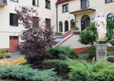 Dom Pogodnej Jesieni - wejście główne